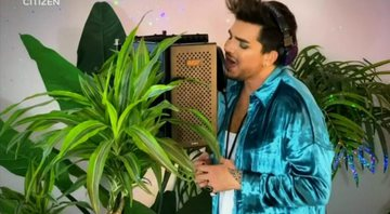 None - Adam Lambert no One World: Together at Home (Foto: Reprodução)