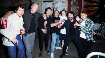 None - Alex Turner, Matt Helders (Arctic Monkeys), Josh Homme (Queens of the Stone Age) e Dave Grohl (Foo Fighters) curtem show do The Chats (Foto: Reprodução / Instagram)