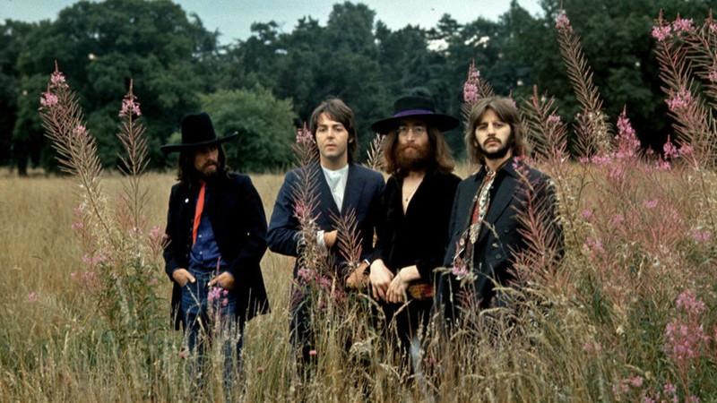 Os Beatles eram analfabetos em música, diz Olavo de Carvalho