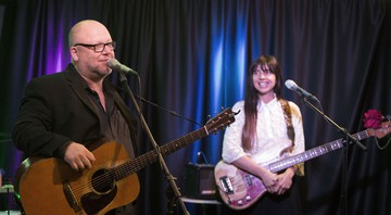 None - Black Francis e Kim Deal, do Pixies (Foto:Owen Sweeney/Invision/AP)