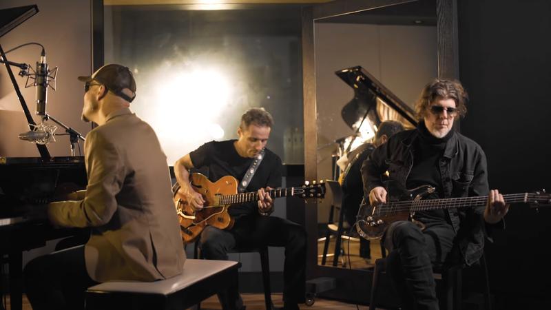 Titãs relança música clássica em versão acústica para o Dia dos Namorados