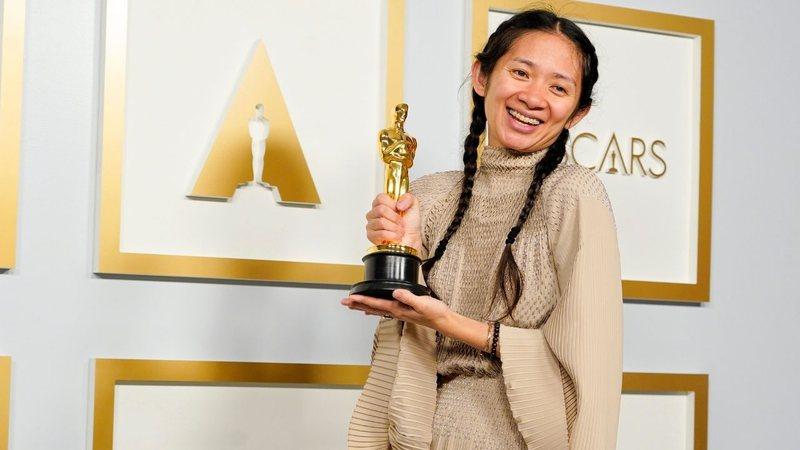 Eternos: Chloé Zhao 'torce' para não haver censura de personagens LGBTQ+ no filme da Marvel; entenda
