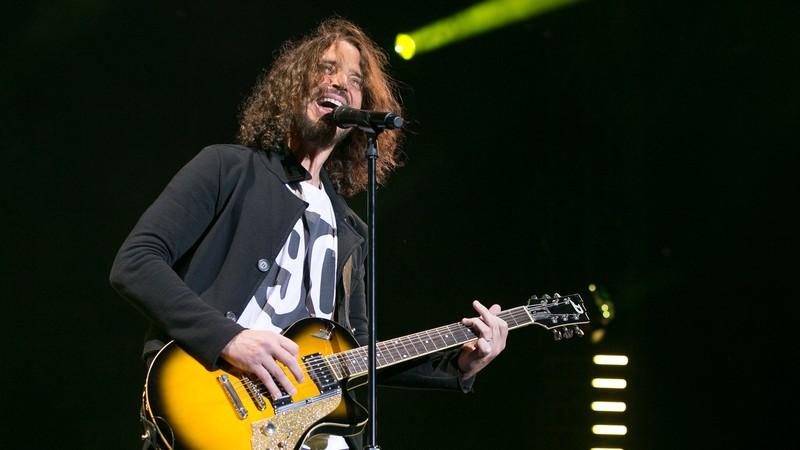 Vídeo: Chris Cornell com 25 anos e Soundgarden tocam em loja de discos em 1989