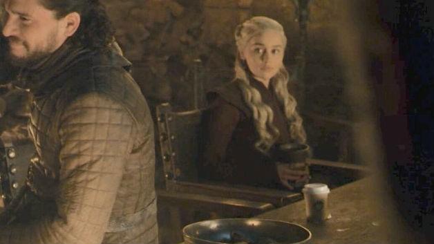 Mistério do copo de café em Game of Thrones resolvido? Emilia Clarke acusa colega, mas ele rebate atriz