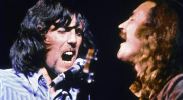 None - Graham Nash(esq) e Davis Crosby do grupo CSNY no palco do Woodstock em Bethel, Nova York, 17 de agosto de 1969 (Foto: Getty images)