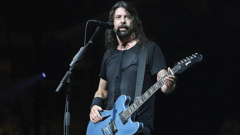 Dave Grohl até hoje se emociona com música dos Beatles tocada no funeral de Kurt Cobain