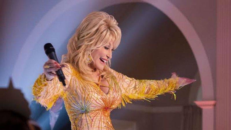 Dolly Parton está gravando músicas para lançar depois da morte