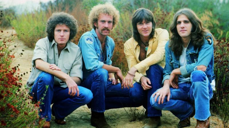 "FLASHBACK: Eagles toca ""Hotel California"" em 1977; assista"