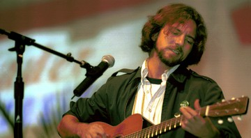 None - Eddie Vedder, em ação, em 2000 (Foto: AP Photo/Matt Anderson)