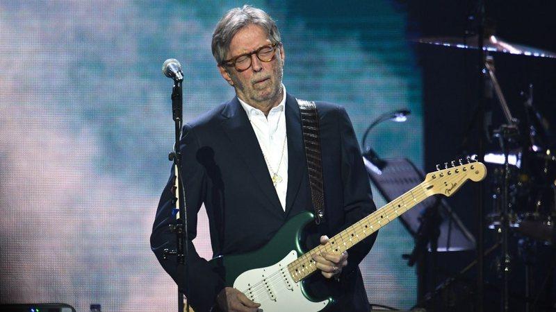 Eric Clapton quebra juramento anti-vax e faz show com vacinação obrigatória; entenda