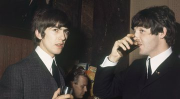 None - George Harrison e Paul McCartney (Foto: AP Images)