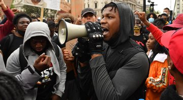 None - John Boyega em protesto do Black Lives Matter (Foto: Justin Setterfield/Getty Images)