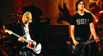 None - Kurt Cobain e Krist Novoselic durante o programa Live and Loud, da MTV, em 1993 (Foto: Jeff Kravitz/FilmMagic, Inc)