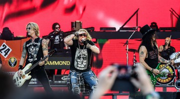 None - Axl Rose, Slash e Duff McKagan, em ação com o Guns N' Roses (Foto: Thibaud Moritz / Sipa USA / via AP Images)