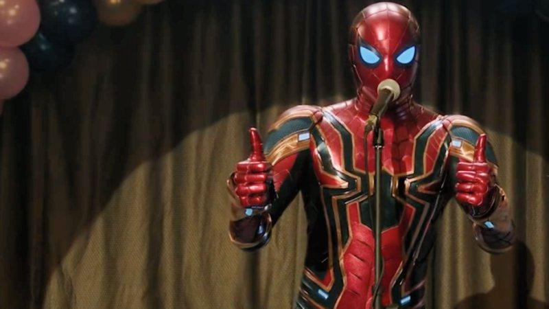 Homem-Aranha: Longe de Casa é ótimo quando esquece que é um