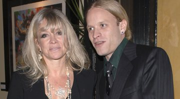 None - Jo Wood, ex-esposa de Ronnie Wood, e Jamie Wood, filho do casal (Foto: Stephen Shugerman / Getty Images)