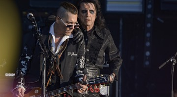 None - Johnny Depp e Alice Cooper em show do Hollywood Vampires (Foto:Sipa/AP Images)