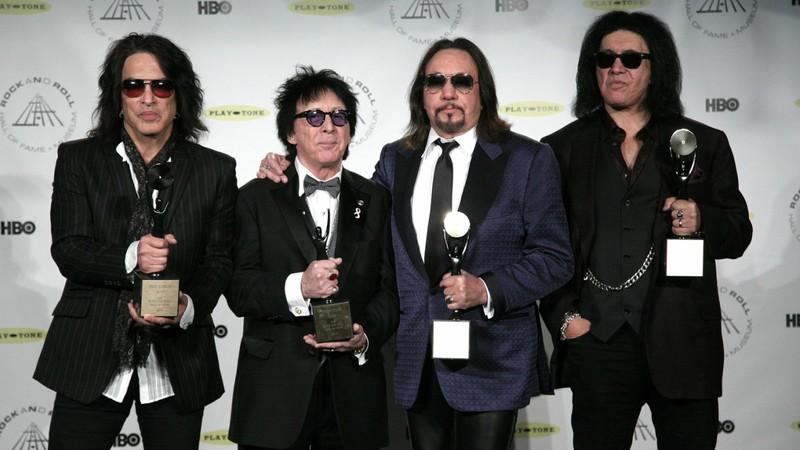 Kiss convidou os ex-integrantes Peter Criss e Ace Frehley para a turnê de despedida