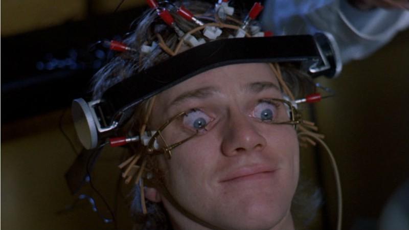 Laranja Mecânica: Malcolm McDowell diz que foi 'brutal' trabalhar com Stanley Kubrick