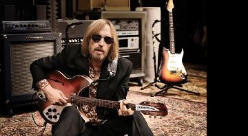 PÉ NO CHÃO - Tom Petty se diverte, agora influenciado pelos gigantes do blues - SAM JONES