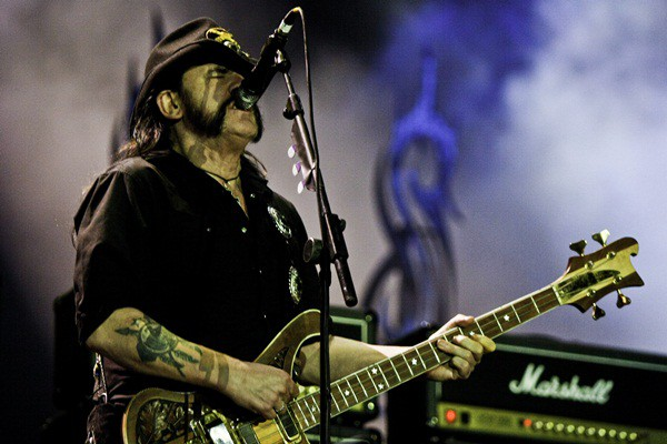 "Lemmy, do Motörhead, no Rock in Rio. Banda chamou o Andreas Kisser para tocar na última música do show, ""Overkill"""