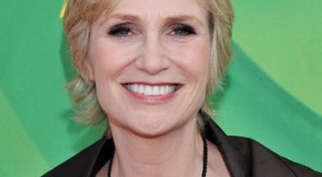 Jane Lynch será a apresentadora do Emmy, este ano - AP