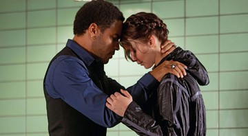 Lenny Kravitz e  Jennifer Lawrence em cena de Jogos Vorazes - Murray Close/© 2011 Lions Gate Films Inc