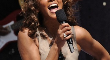 Em 1 de setembro de 2009, Whitney cantou ao vivo no programa Good Morning America, no Central Park