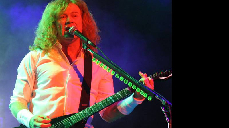 Dave Mustaine à frente do Megadeth na Via Funchal