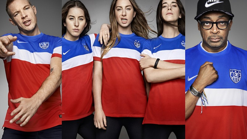 Haim, Diplo e Spike Lee com o uniforme dos Estados Unidos na Copa do Mundo deste ano.
