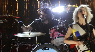 Nirvana - Dave Grohl e St. Vincent (Annie Clark) - Charles Sykes / AP
