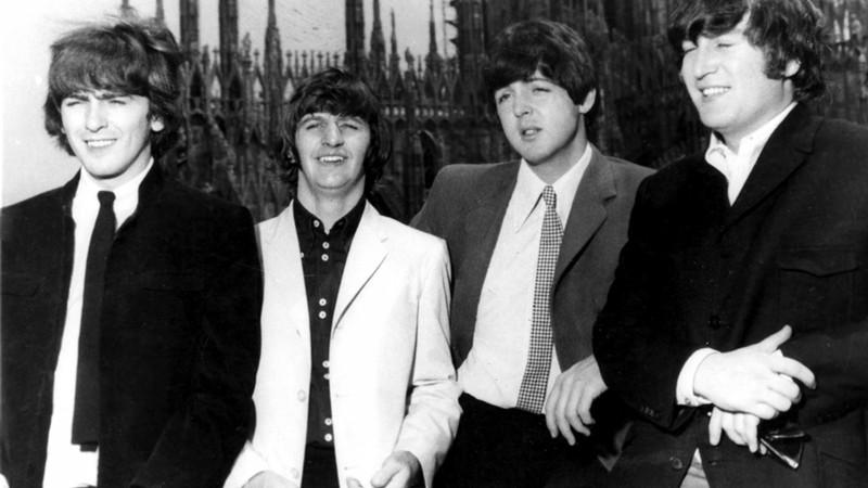 Rolling Stone · Gravação inédita dos Beatles em clube de strip na Alemanha será vendida em leilão