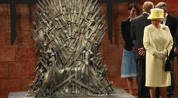 Rainha Elizabeth II no set de Game of Thrones - Peter Morrison/AP