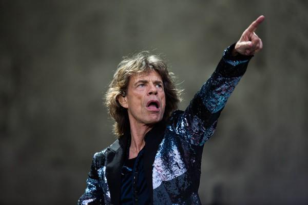 Por que os Rolling Stones são patrocinados por uma empresa de aposentadoria?