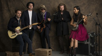 O New Basement Tapes, supergrupo formado por Elvis Costello, Jim James (My Morning Jacket), Marcus Mumford (Mumford and Sons), Taylor Goldsmith (do Dawes) e Rhiannon Giddens (Carolina Chocolate Drops) - Drew Gurian/AP