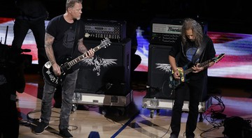 James Hetfield e Kirk Hammett tocam o hino norte-americano na final da NBA.  - AP