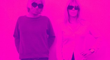 A ex-Sonic Youth Kim Gordon ao lado de Alex Knost (do Tomorrows Tulips), parceiro dela no Glitterbust. - Divulgação
