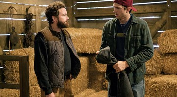 Danny Masterson (à esq.) e Ashton Kutcher em The Ranch - Netflix