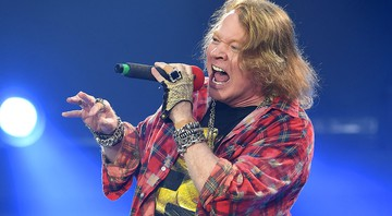 Axl Rose, do Guns N' Roses, durante com o AC/DC - Mark Allan/AP