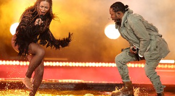 "Beyoncé e Kendrick Lamar durante performance de ""Freedom"" (parceria deles do disco Lemonade) no BET Awards de 2016 - Matt Sayles/AP"