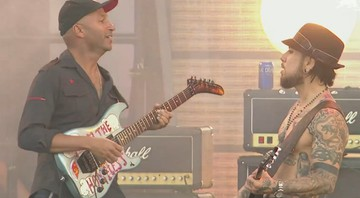 Cena de vídeo de performance do Jane's Addiction com o guitarrista Tom Morello, em show no Lollapalooza norte-americano de 2016 - Reprodução/Vídeo
