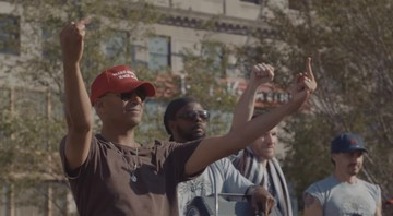 "Tom Morello (Rage Against the Machine, Audioslave) à frente do Prophets of Rage em cena do clipe de ""Prophets of Rage"" - Reprodução/Vídeo"