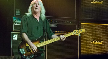 O ex-baixista do AC/DC, Cliff Williams durante show em 2016 - Amy Harris/AP