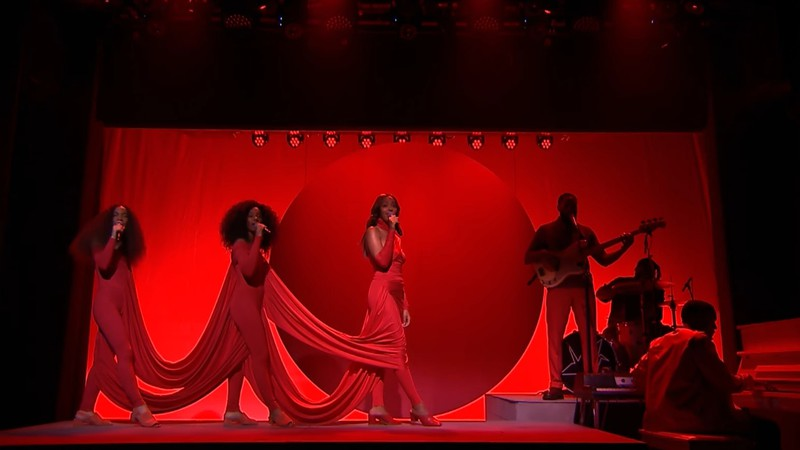 Solange durante performance no The Tonight Show With Jimmy Fallon