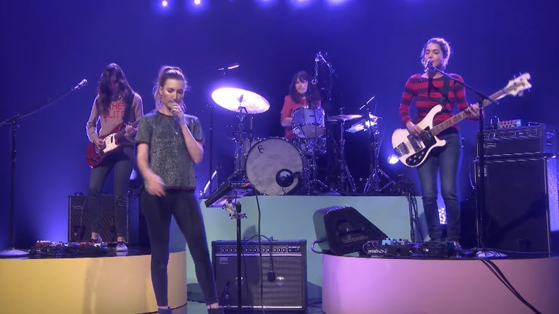 Warpaint durante performance no programa de Jimmy Fallon