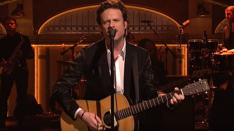 Father John Misty no Saturday Night Live