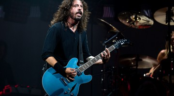 Dave Grohl à frente do Foo Fighters durante show da banda no festival Glastonbury de 2017 - Rex Features/AP