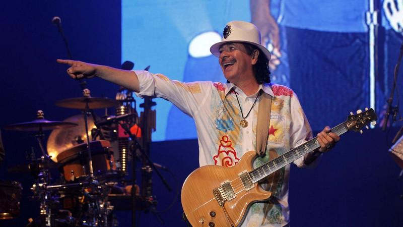 Guitarrista Carlos Santana lançará a própria marca de maconha na Califórnia