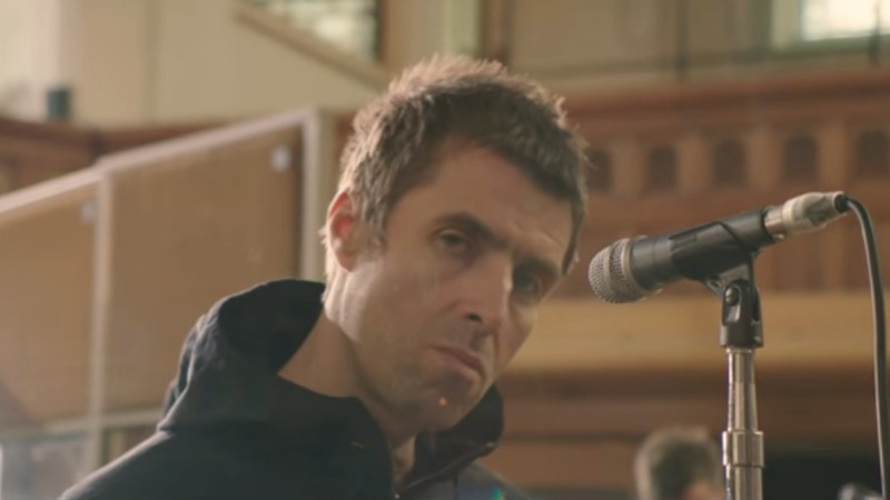 "Liam Gallagher em videoclipe de ""For What It's Worth"""