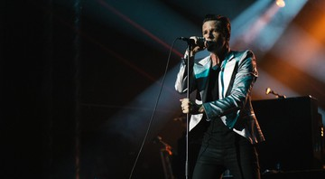 None - Brandon Flowers, vocalista do The Killers (Foto: Reprodução/Facebook)